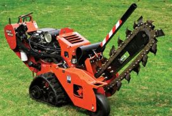 "48"" DITCHWITCH TRENCHER ON TRACKS - BACKFILL BLADE"